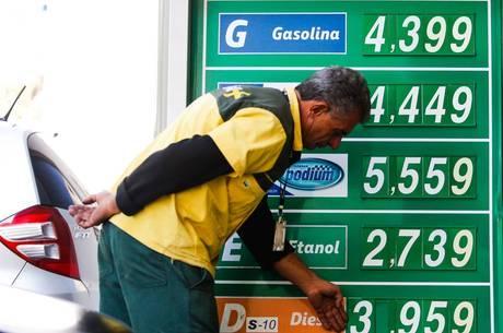 Apesar de queda nas refinarias, preço do diesel segue alto nos postos