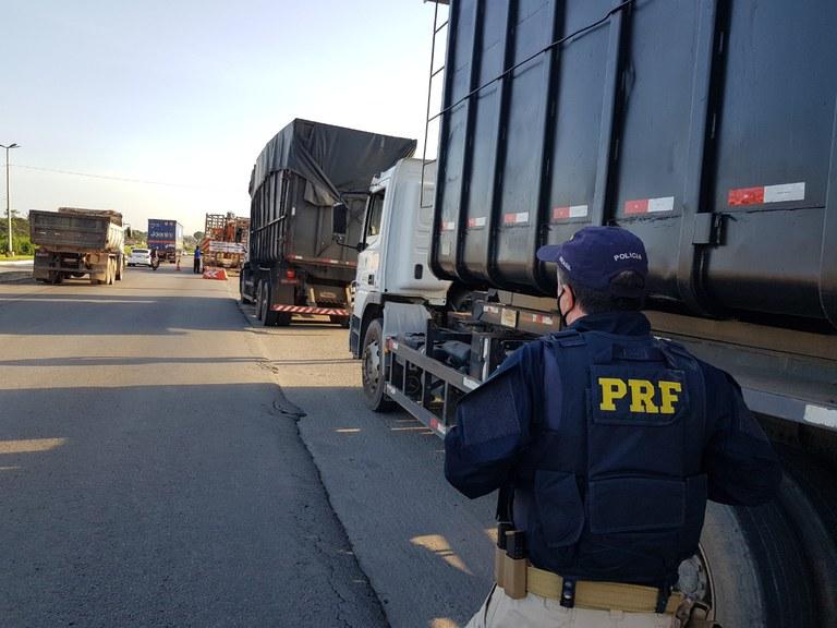 PRF no Ceará realiza XI operação temática de fiscalização de transporte de cargas indivisíveis