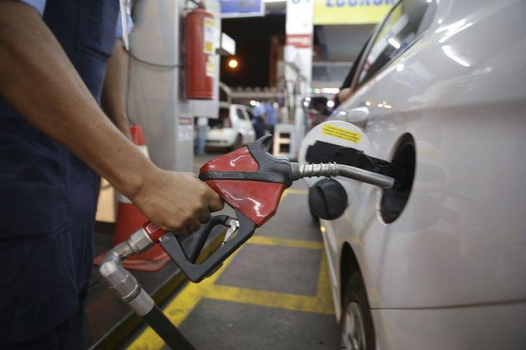 Após isenção de impostos federais, 18 estados e DF aumentam ICMS sobre o diesel