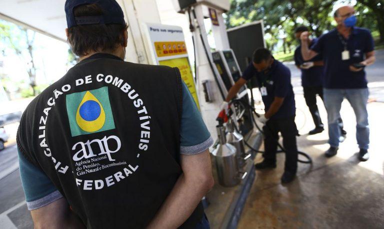 ANP autua postos de gasolina durante primeiro dia de força-tarefa