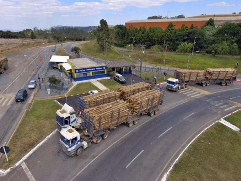Governo aumenta tolerância de peso nos eixos de caminhões e muda regras para remoção