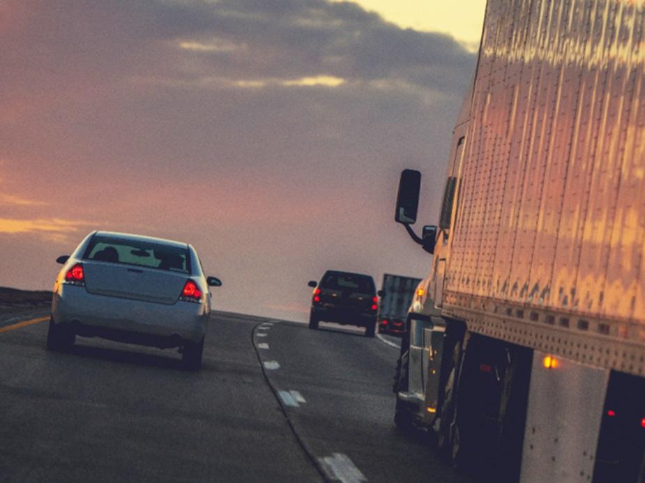 Mais de 850 mil motoristas de carteira C, D e E estão sem fazer exame toxicológico no Brasil
