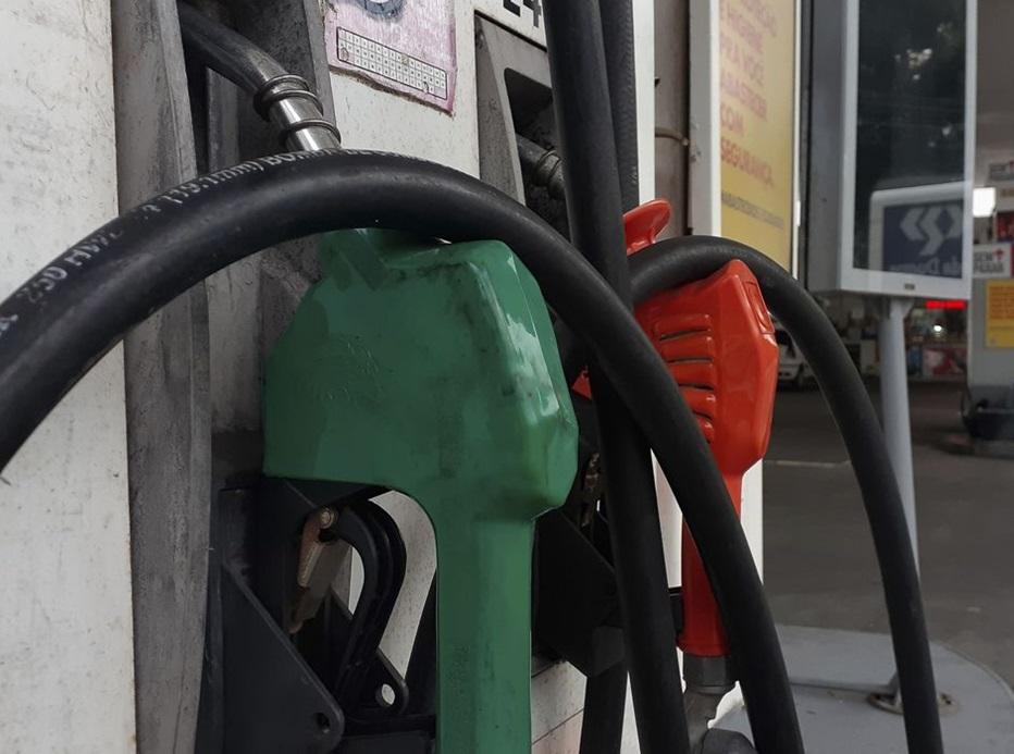 Puxada pelos combustíveis, inflação oficial fecha agosto em 0,87%