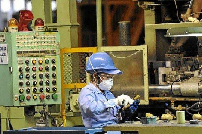 Atividade industrial encerra 2020 em recuperação, diz CNI