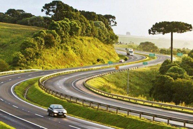 Bolsonaro assina decreto que prevê modernização de rodovias federais