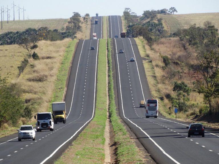 DER-MG publica portaria que estabelece requisitos para uso de rodovias para cargas indivisíveis e obtenção da AET