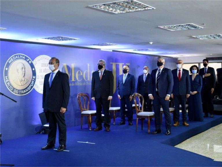 CNT homenageia 13 personalidades com a Ordem do Mérito do Transporte Brasileiro