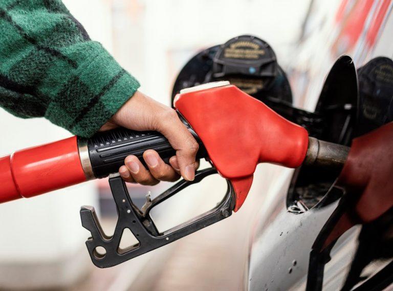 Governo Federal aumenta tributos bancários para desonerar preços de gás e diesel