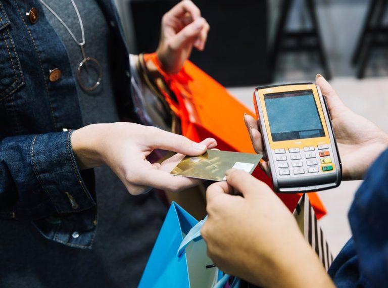 Índices de confiança do comércio e serviços sobem em junho, diz FGV