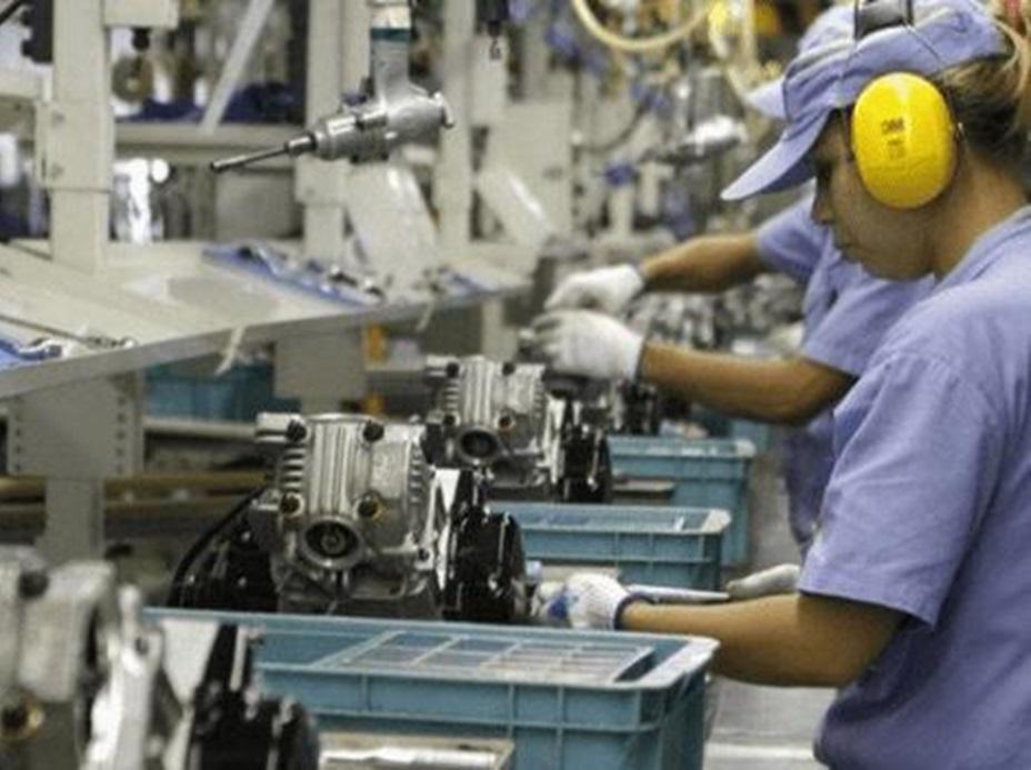 Em um ano, indústria brasileira cresceu 4,9%, diz IBGE