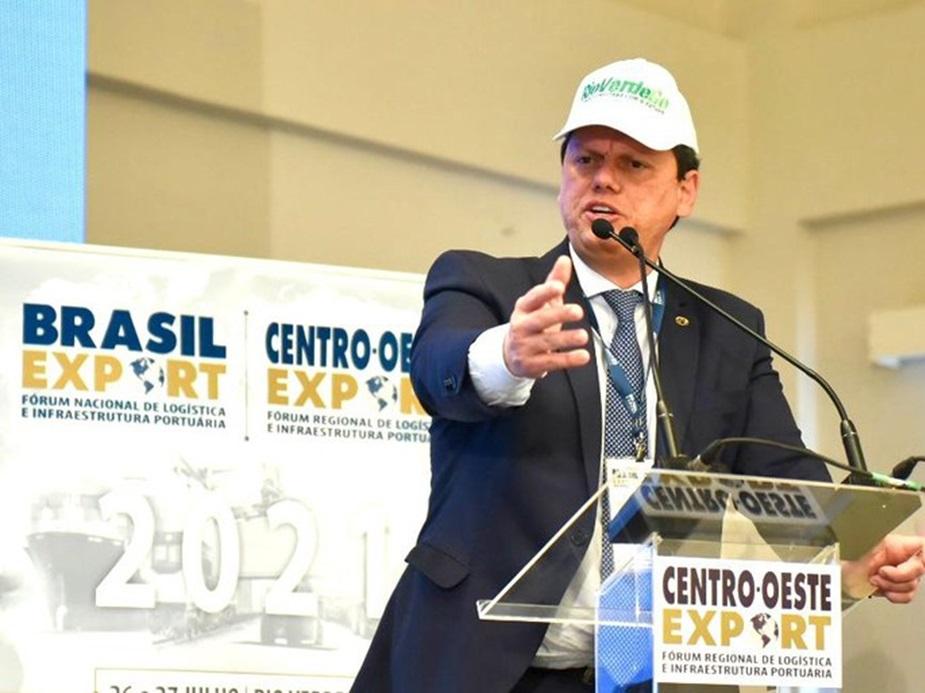 """""""Cabe à nossa geração a responsabilidade de transformar o nosso país"""", diz Tarcísio"""