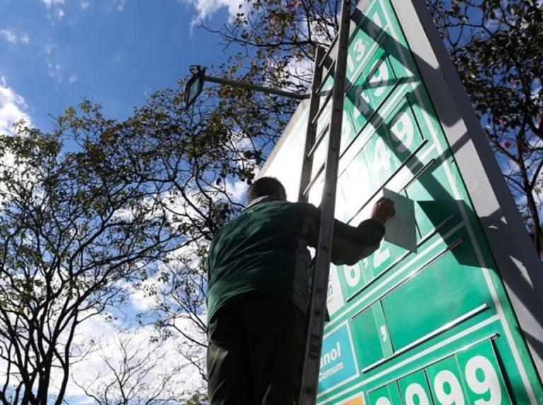 Bolsonaro promete zerar impostos sobre o diesel em 2022