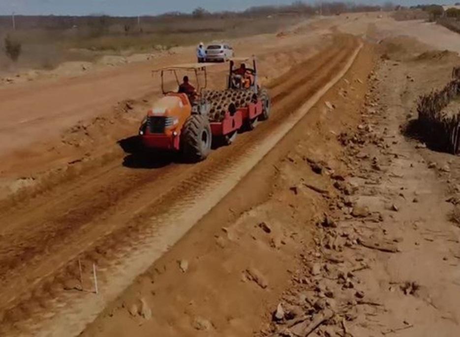 DNIT realiza obras de pavimentação na BR-235/BA