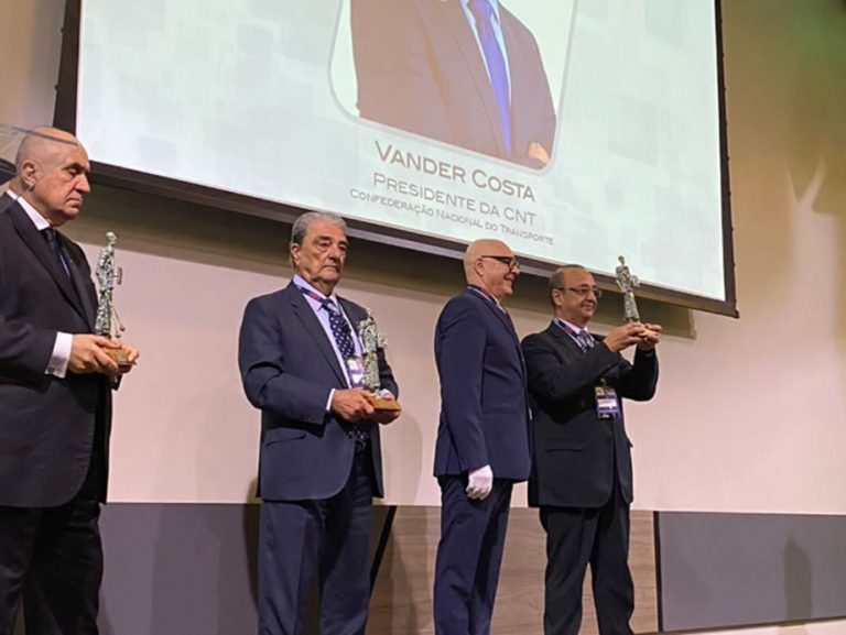 Presidente da CNT recebe Troféu Gaúcho do Transporte